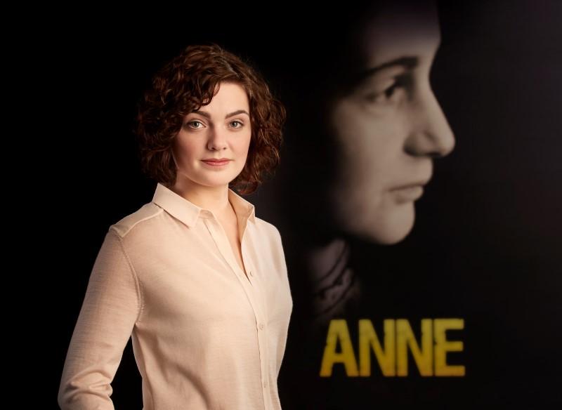 Sjoukje hoogma wordt nieuwe anne frank in for Anne frank musical