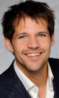 René van Kooten in 2018 op toernee met band