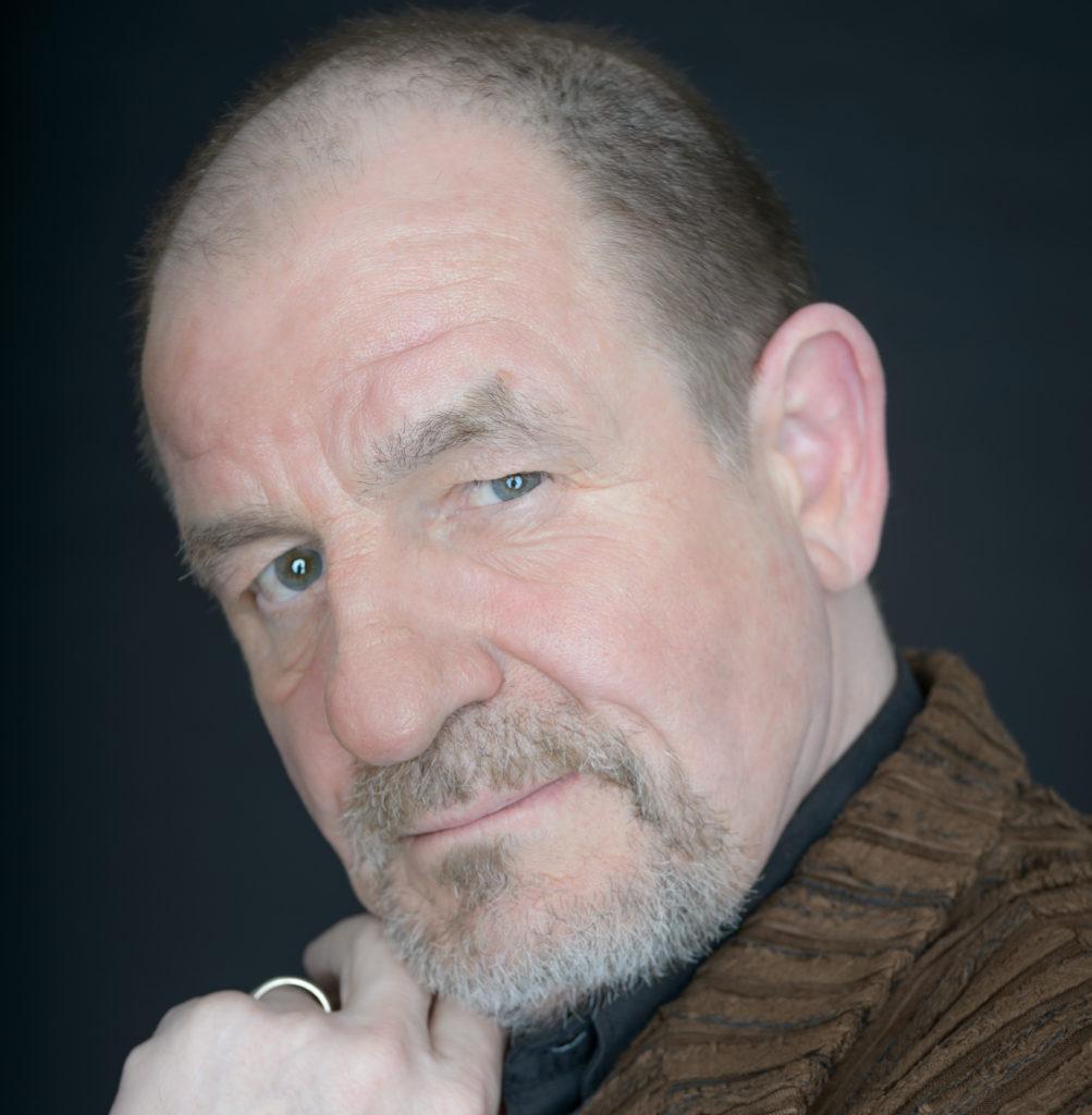 Filip Bolluyt viert 40-jarig jubileum met hoofdrol in 'Urinetown de Musical'