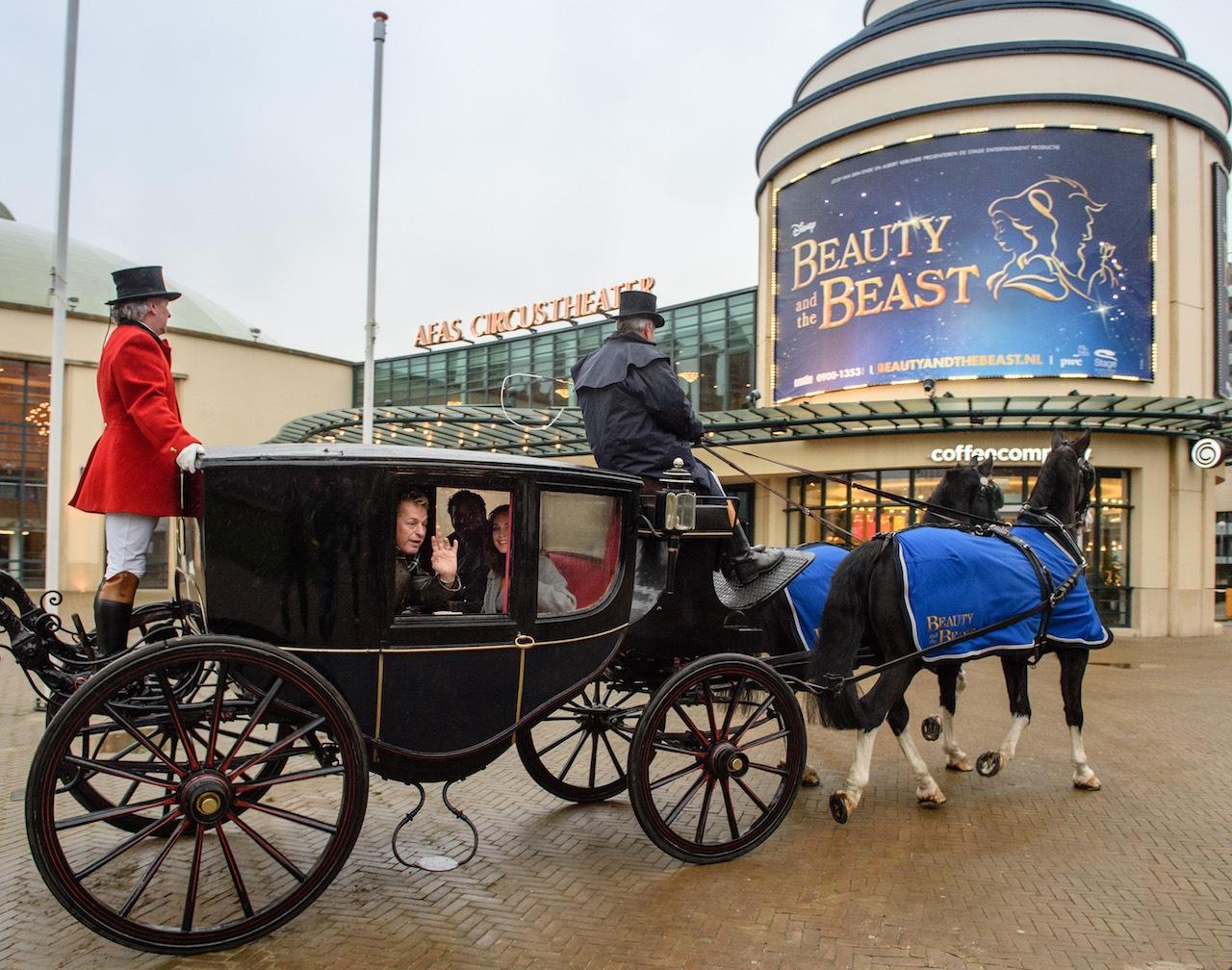 Cast Disney's Beauty and the Beast verwelkomd in Den Haag