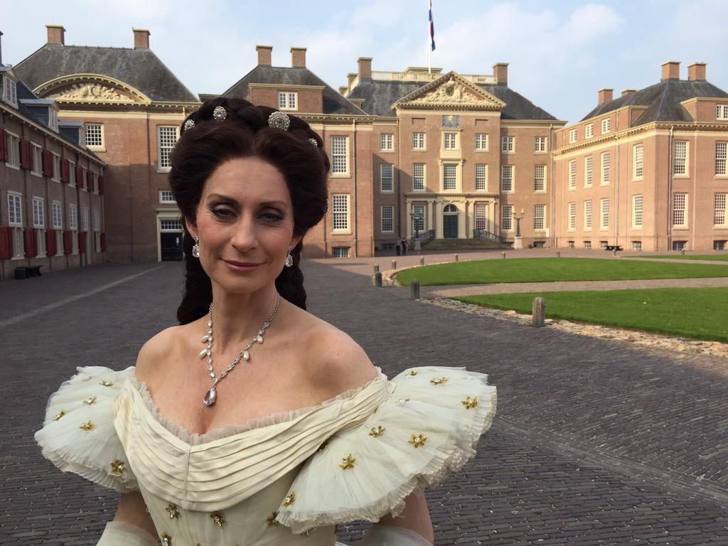 Pia geeft Koninklijk Paleis een Keizerlijke status