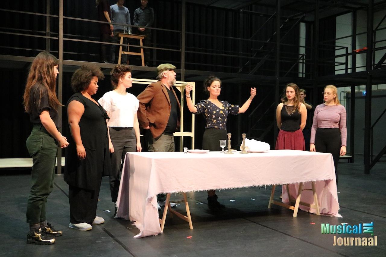 Castpresentatie Fiddler On The Roof Musicaljournaal