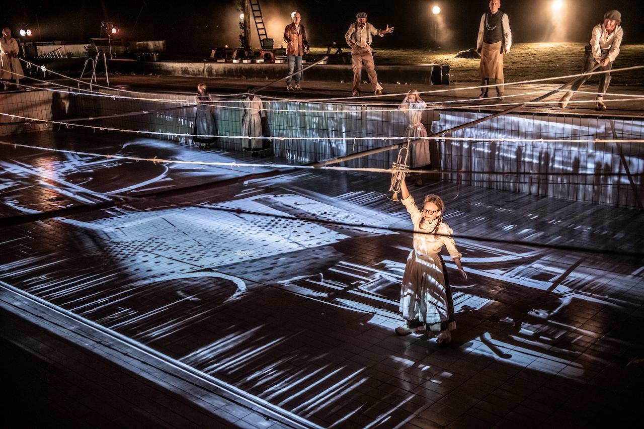 Feestelijke première van theaterspektakel 'Reuring in 't Reggedal'