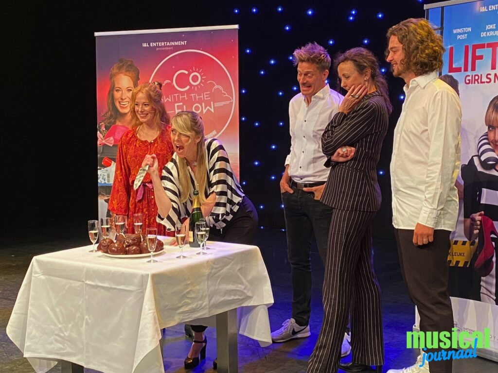 'Liften 2: Girls Night-Inn' en 'Co with the Flow' touren vanaf komend seizoen langs de Nederlandse theaters